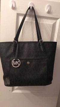 Michael Kors black purse Brampton, L6W 4S1