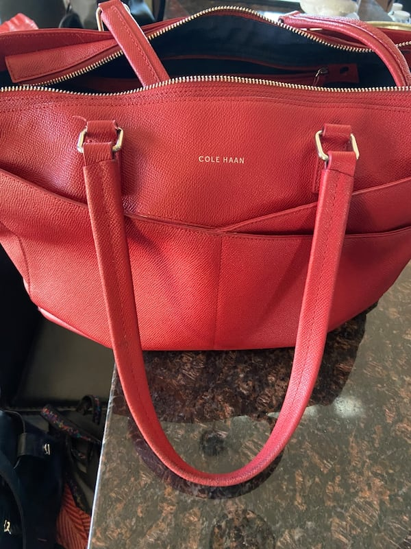 Cole Haan leather travel bag 31c4becb-5f63-46d8-ba28-88ae34ba672f