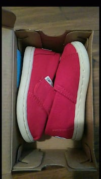 pair of red slip-on shoes with box Los Angeles, 90003