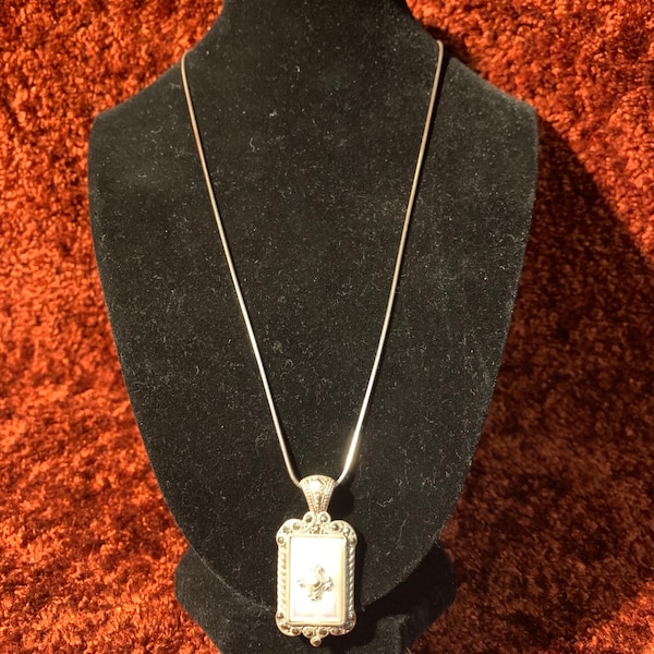 Antique Sterling Silver Mother of Pearl Pendant & Sterling Rope Chain a6fdbc3d-7f7f-4956-bc6b-90ad8d005c8f