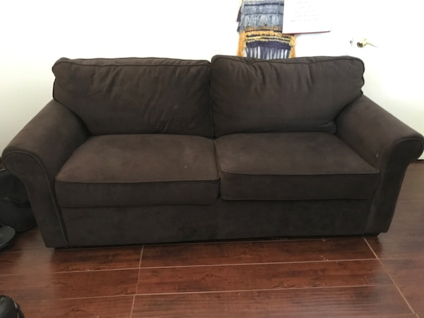Couch / full out bed