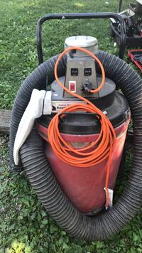 Red and black wet and dry vacuum cleaner Ottawa, 61350