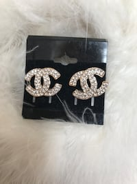 Gorgeous gold tone and rhinestone earrings new Taunton, 02780