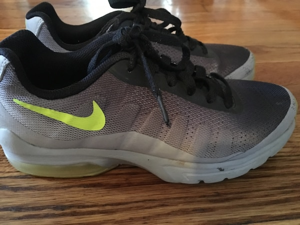 0172fe462db Used Pair of gray nike running shoes for sale in East Brunswick - letgo