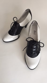 Woman's G.H.Bass & Co Glenbrook Saddle shoes with heel ~ BRAND NEW NEVER WORN (retail price $130, asking $65) Toronto