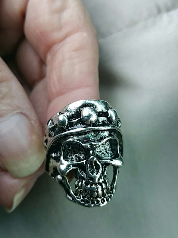 Size 9 heavy stainless steel ring e9928e6d-6bcb-4a32-be0e-aadf4bcbd44e