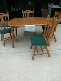 Wood table and chairs  with 2 extra leafs  Spring Hill, 34608