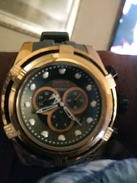 round gold-colored chronograph watch with black le Washington, 20032