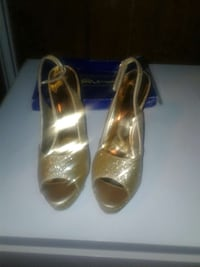 pair of gold-colored peep-toe heeled shoes Moundville, 35474