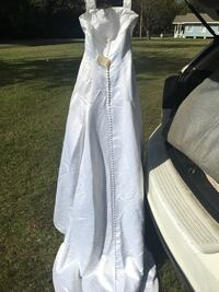 Women's white wedding dress size 10 needs cleaning