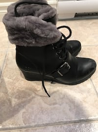 Pair of black leather boots uggs  Laval, H7K 3X3