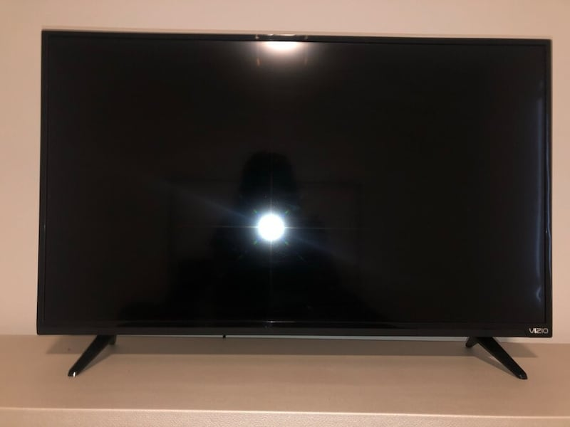 """Vizio TV for sell! 32"""" 7c8294fd-ae8c-48f8-aeee-8b450992a8e7"""