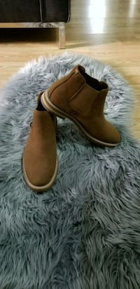 Brand new never worn call it spr brown suede shoes Coquitlam, V3K 6Z9