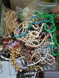assorted beaded jewelry accessories Reynoldsville, 15851
