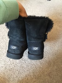 pair of black UGG suede sheepskin boots Harmans, 21077