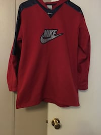 red and black Nike long-sleeved shirt London, 40741