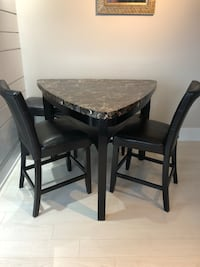 Dining table in a great condition