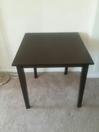 Table mini 30 x 30 inch. 29 inch tall. Fairfax, 22030