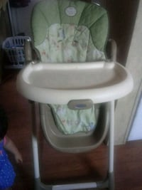 baby's white and green high chair Laredo, 78043