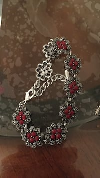 silver-colored red floral-beaded bracelet