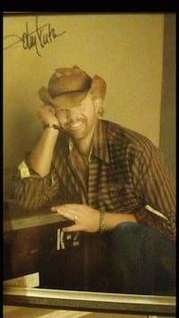 Toby Keith signed photo 8 x 10