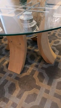 Round dining table with wooden base Pickering, L1V