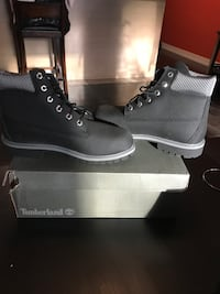 Brand new timberland boots. Never worn. Size 7 youth 535 km