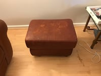 Brown leather ottoman very used Alexandria, 22314