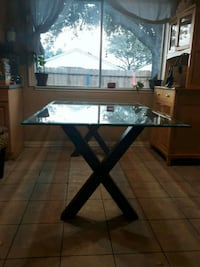 table and chairs ; price is negotiable  Stafford, 77477