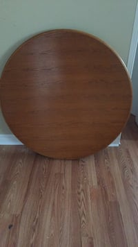 Round wood kitchen table  Ottawa, K1G
