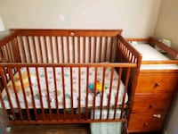 baby's brown wooden crib St. Catharines, L2M 6X1