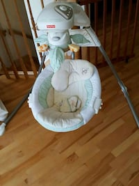 baby's white and gray cradle n swing Terrebonne, J6Y 1W7