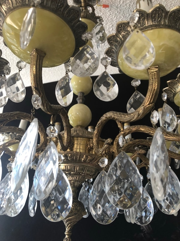 12 lights alabaster chandelier with crystals 6befe232-7f3c-4127-aae3-c1a66c8d083a