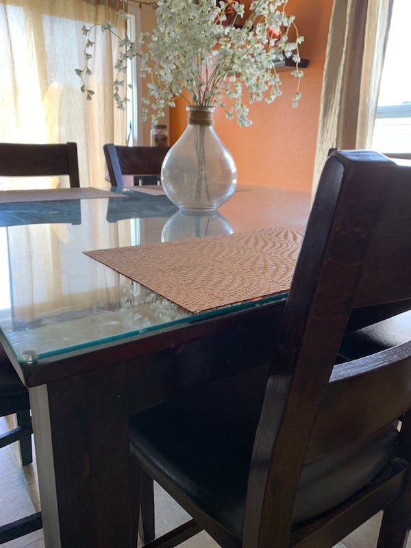 Oak Express Kitchen Table with 6 chairs - MUST BE SOLD TODAY! 9f1b6e04-d98a-4ebf-9f9e-0287d11d24f4