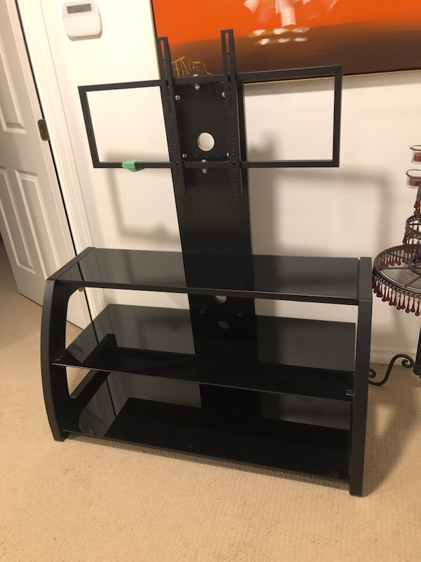 Tv stand can fit up to 70""