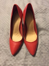 Size 7 heels Le Chateau never worn Langley, V3A 3X9