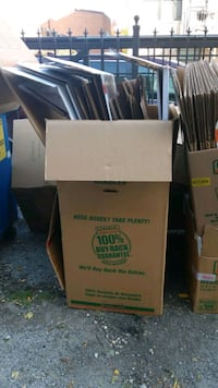 Free moving boxes and wardrobe boxes