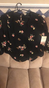 Black and pink floral scoop-neck shirt Lubbock, 79416