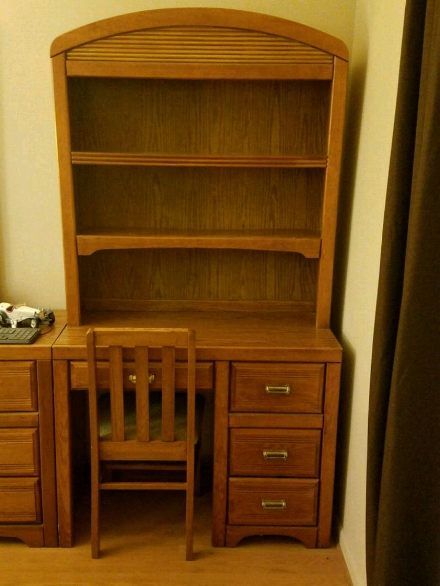 Photo Student Desk/Hutch with drawers, and chair