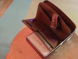 Ladies leather wallet NEWin box