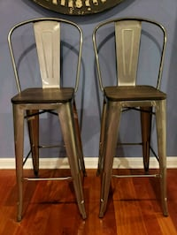 Used 4 30 Bar Stools Set Of 4 Chairs For Sale In Woburn Letgo