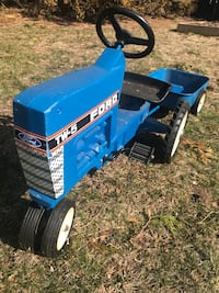 Ertl ford vintage pedal tractor with trailer Patchogue, 11772