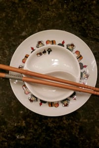 Sushi plate, sauce plate and chop sticks Quartz Hill, 93536