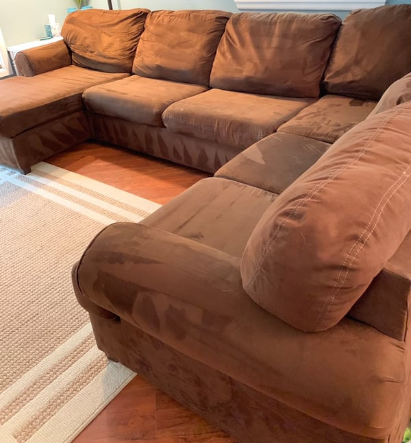Sectional Couch with Chaise lounge  0a8428a0-dd5a-4c55-b47c-fcedbe44354f