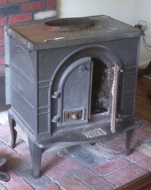 Federal Airtight Cast Iron Wood Stove Model Fa224l With All Pictured Accessories
