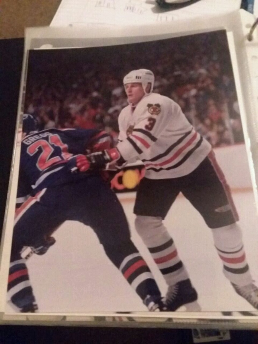 Photo Dave Manson from the Chicago Blackhawks
