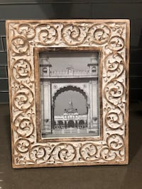 "World Market 5x7"" White and brown wooden photo frame Seattle, 98107"