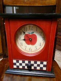 Battery operated Apple clock $10.00 Reading, 19604
