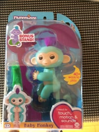 Fingerlings baby monkey with box