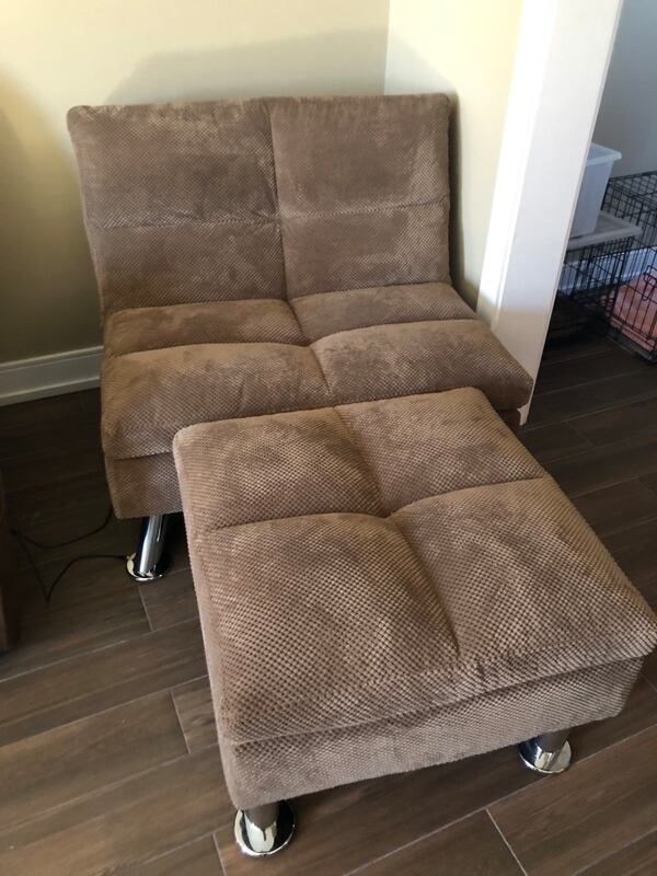 Sofa and side chair 2e296328-3472-412d-bc2f-c8ba6228bb00